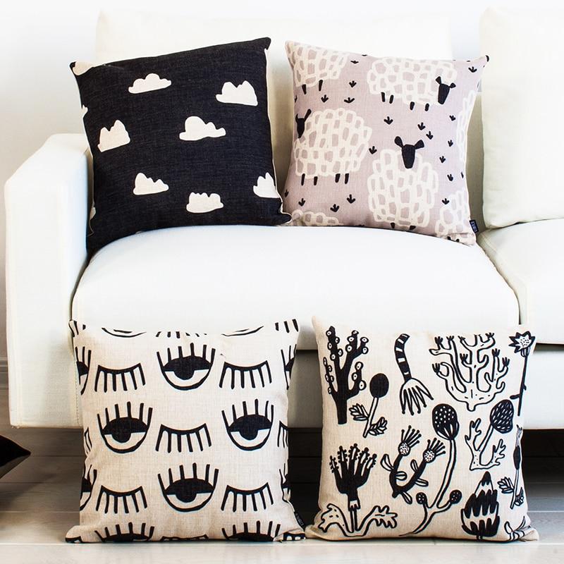 Housse de coussin dessin floral noir et blanc 1