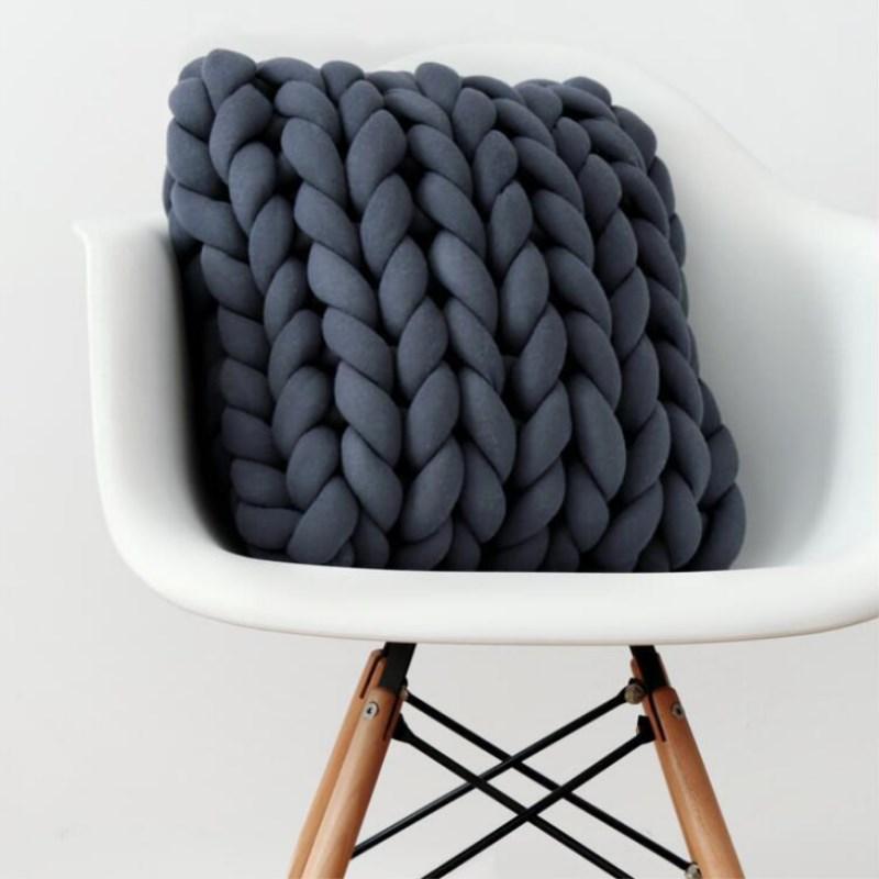 Coussin nœud de laine épaisse  3