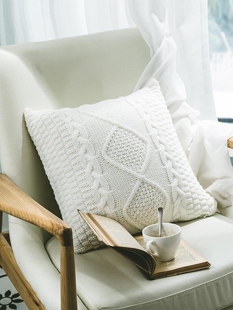 Housse de coussin nordique tricoté motif géométrique 1